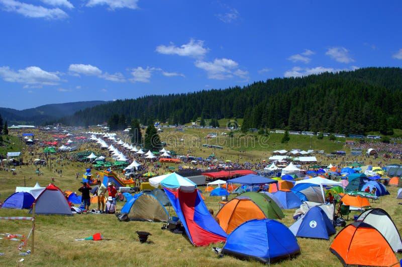 Национальное место фестиваля фольклора, горы Болгария Rhodope стоковые фотографии rf