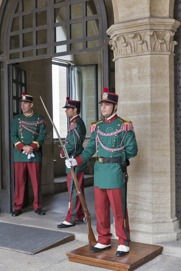 Национальные гвардии в Publico Palazzo, Сан-Марино стоковые изображения rf