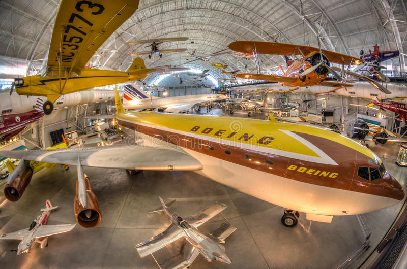 Национальный воздух и музей космоса - Udvar-мглистый центр стоковое фото rf