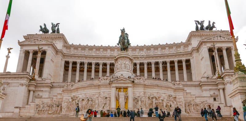 Download Национальный монумент Виктора Emmanuel в Риме - вызванном Monumento Vittorio Emanuele Редакционное Стоковое Изображение - изображение насчитывающей городок, туристы: 81808384