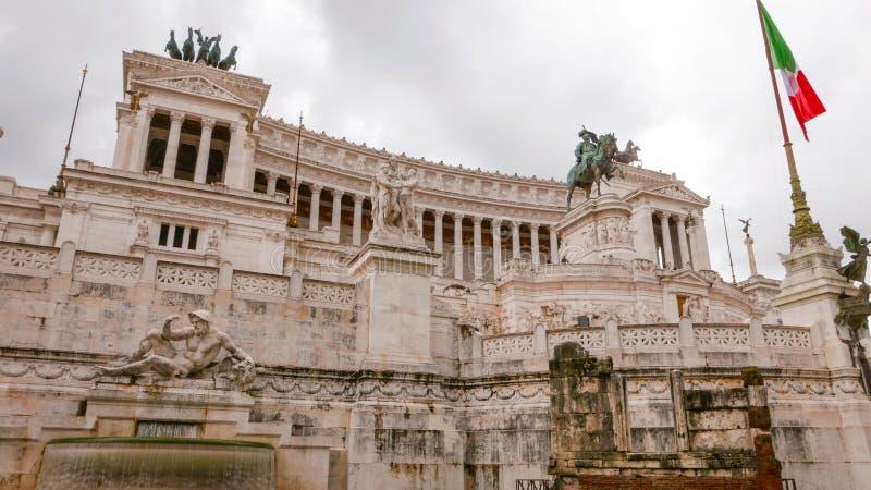 Download Национальный монумент Виктора Emmanuel Vittorio Emanuele в Риме - туристической достопримечательности Стоковое Фото - изображение насчитывающей roma, ведущего: 81808232