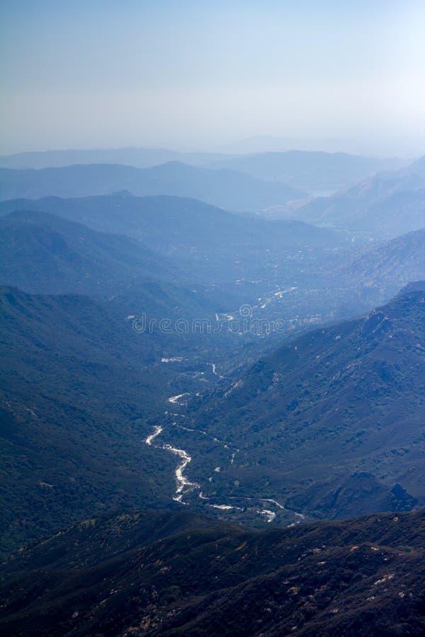 Национальный парк секвойи - взгляд от утеса Moro стоковая фотография