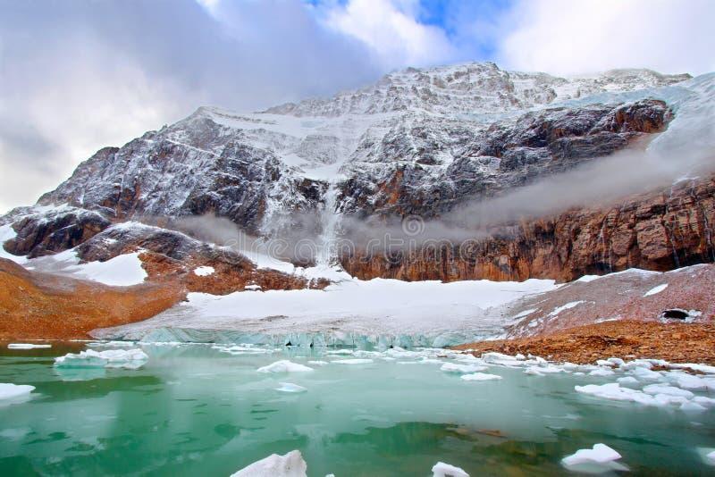 Национальный парк яшмы Эдита Cavell держателя стоковое фото