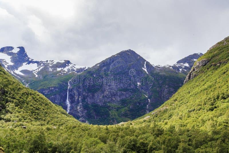 Download Национальный парк Jostedalsbreen, Норвегия Стоковое Фото - изображение насчитывающей wilds, водопад: 81801820