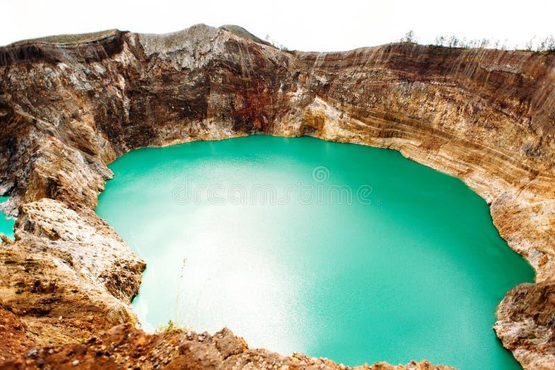 Национальный парк Kelimutu в Индонезии Покрашенные озера в кратере вулкана Kelimutu, Flores стоковая фотография