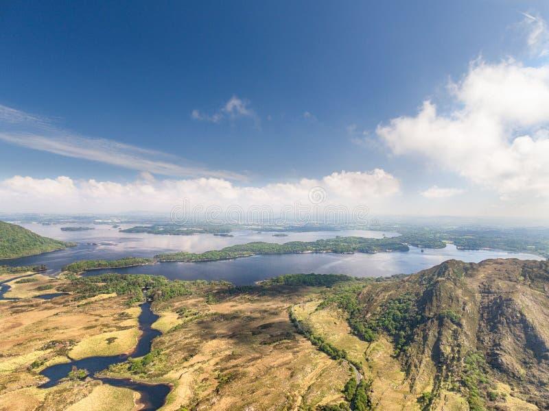 Национальный парк Killarney вида с воздуха на кольце Керри, Ирландии стоковое фото rf