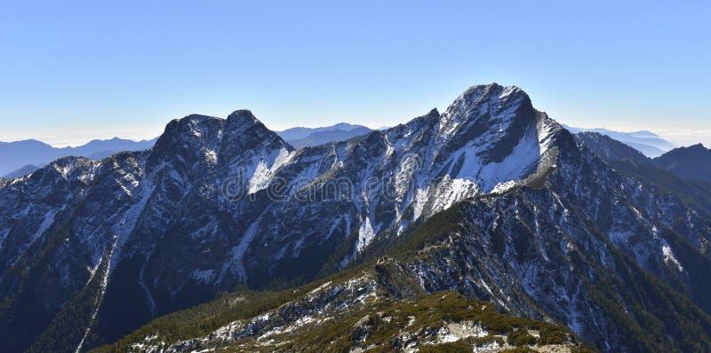 Национальный парк Mt Yushan jady главным образом пик и восточный пик стоковое фото