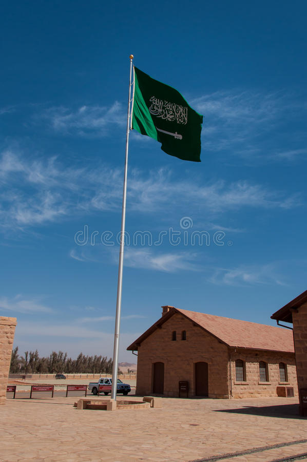 Национальный флаг Саудовской Аравии, в Madaîn Saleh стоковое изображение