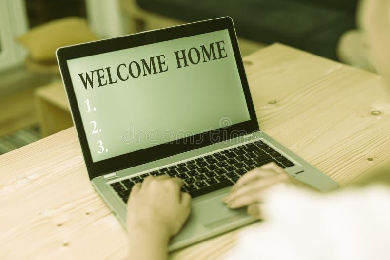 Начало приветствия текста Word Бизнес-концепция приветствия новых владельцев ноутбука Domicile DoSize Entry стоковые изображения