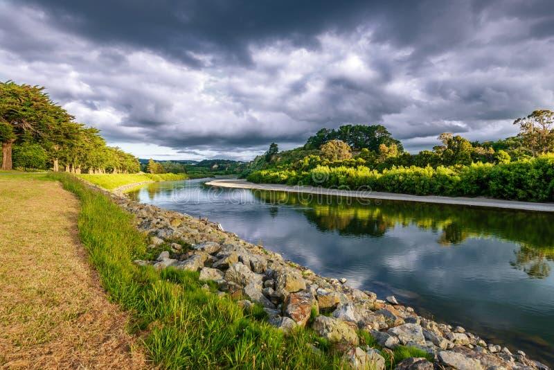 На банках реки Manawatu стоковое изображение