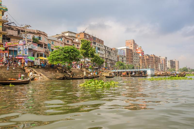 На берегу реки Буриганга в Дакке - Бангладеш стоковая фотография rf