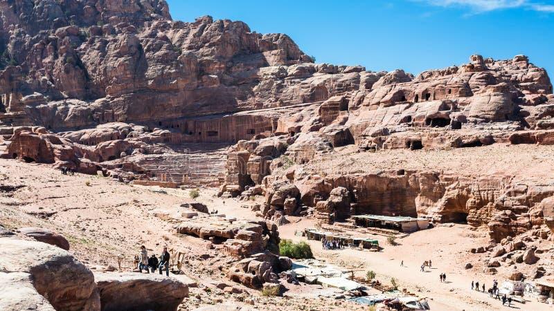 Над взглядом туриста и рынка в городке Petra стоковое фото rf