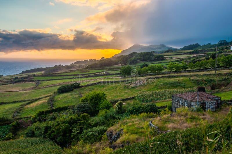 Надвигающийся дождь после полудня на побережье Sao Джордж-Азорск-Португалии стоковые фото