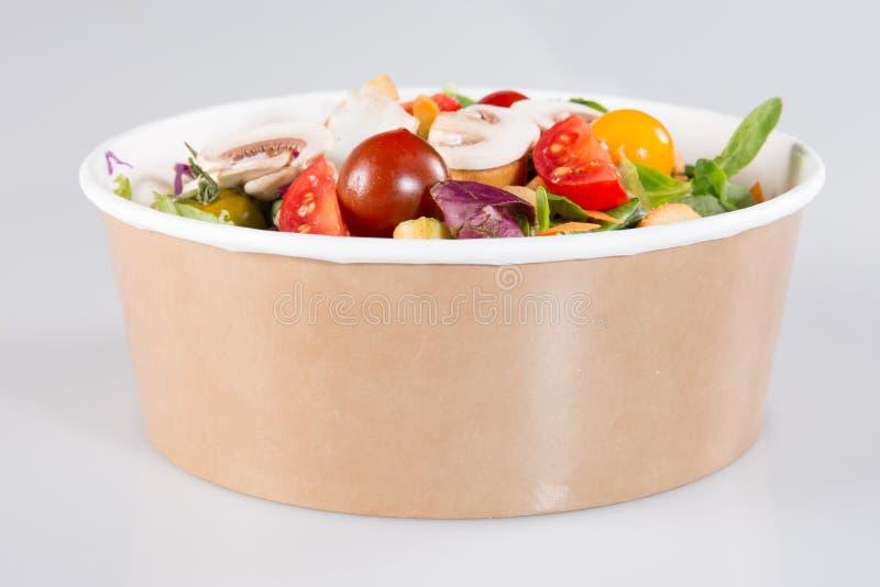На вынос коробка салата готовая для вегетарианца стоковое изображение rf
