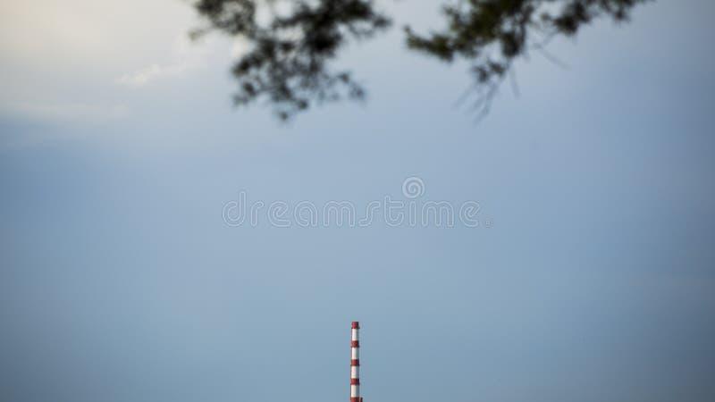На голубой предпосылке башни стоковые фото