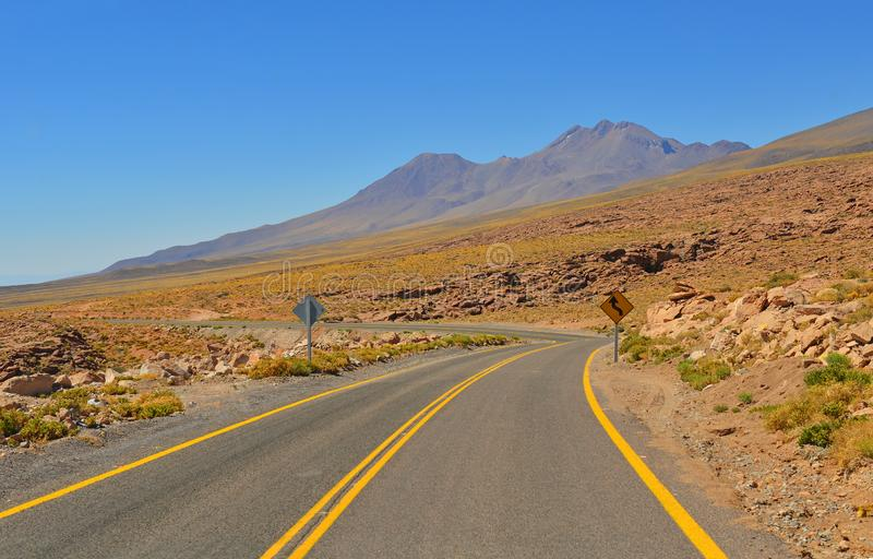 На дороге, пустыня Atacama, Чили стоковое фото rf