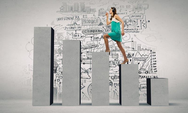 На лестнице успеха стоковое изображение rf