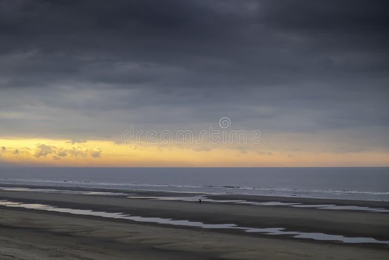 над заходом солнца Северного моря стоковая фотография