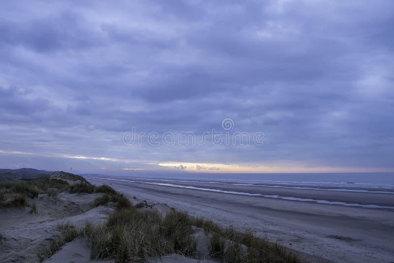 над заходом солнца Северного моря стоковые изображения