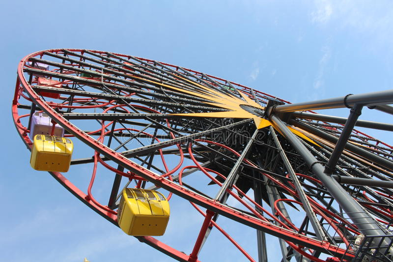 Надземное колесо Ferris стоковые изображения