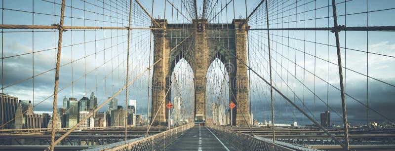 На известном Бруклинском мосте в утре стоковое фото
