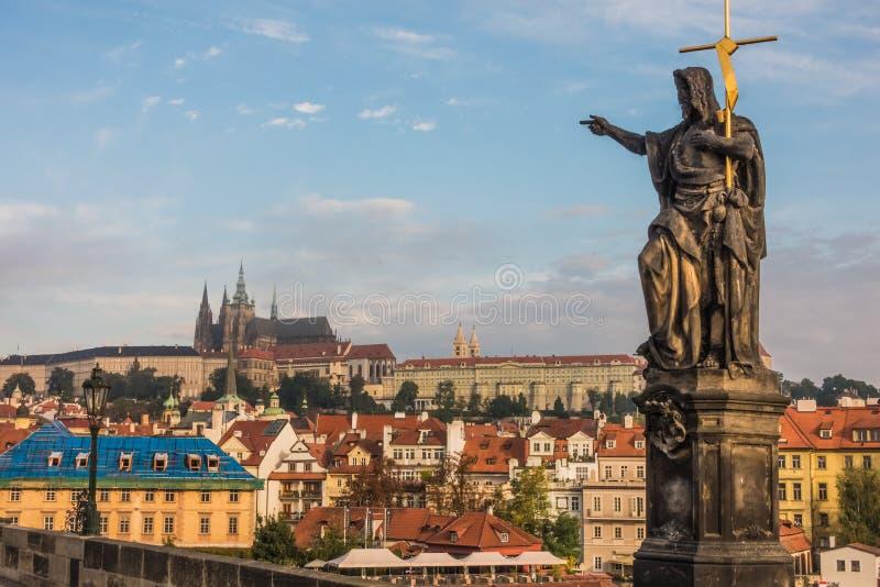 На Карловом мосте в Праге стоковое изображение rf