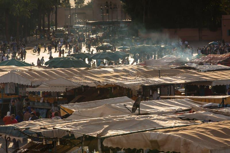 На квадратном Jamaa el Fna в Marrakesh стоковые фото