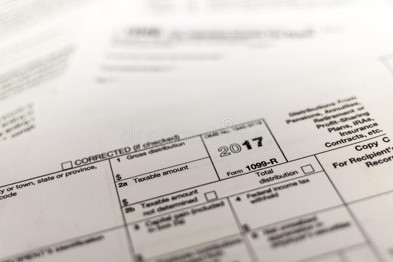 Налоговая форма IRS: 1099-R стоковая фотография rf