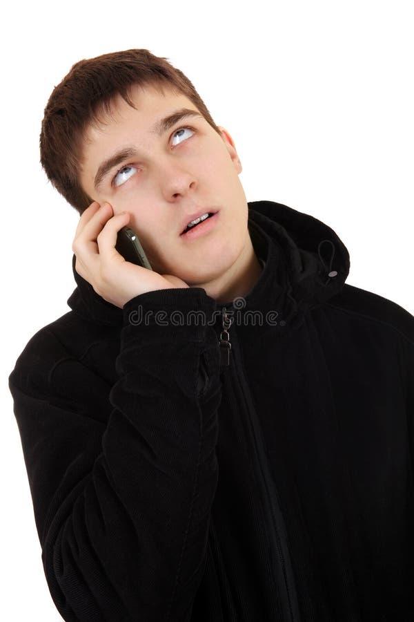 Надоеданный подросток с мобильным телефоном стоковые изображения rf
