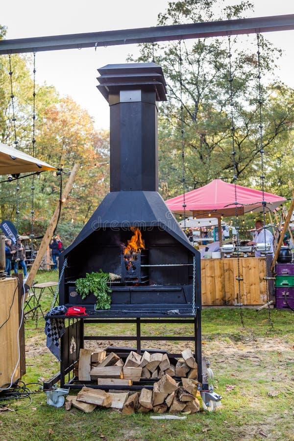 На открытом воздухе варить на открытом огне стоковая фотография rf