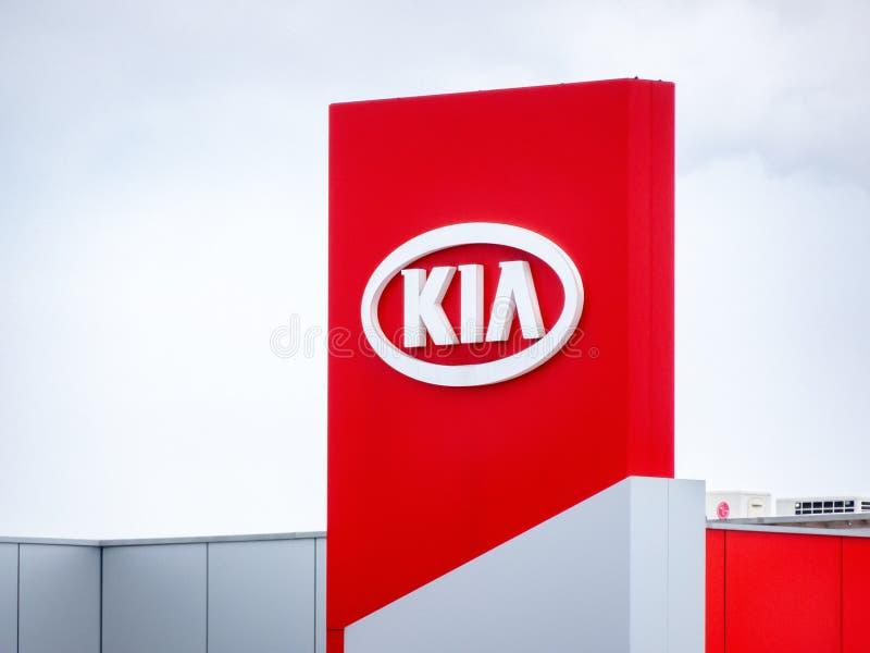 На открытом воздухе знак пункта обслуживания и дилерских полномочий автомобиля KIA в Остраве стоковое изображение