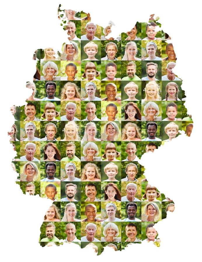 На открытом воздухе коллаж портрета на карте Германии стоковые изображения