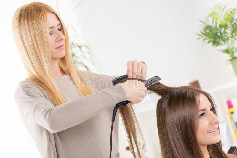На парикмахере стоковое изображение