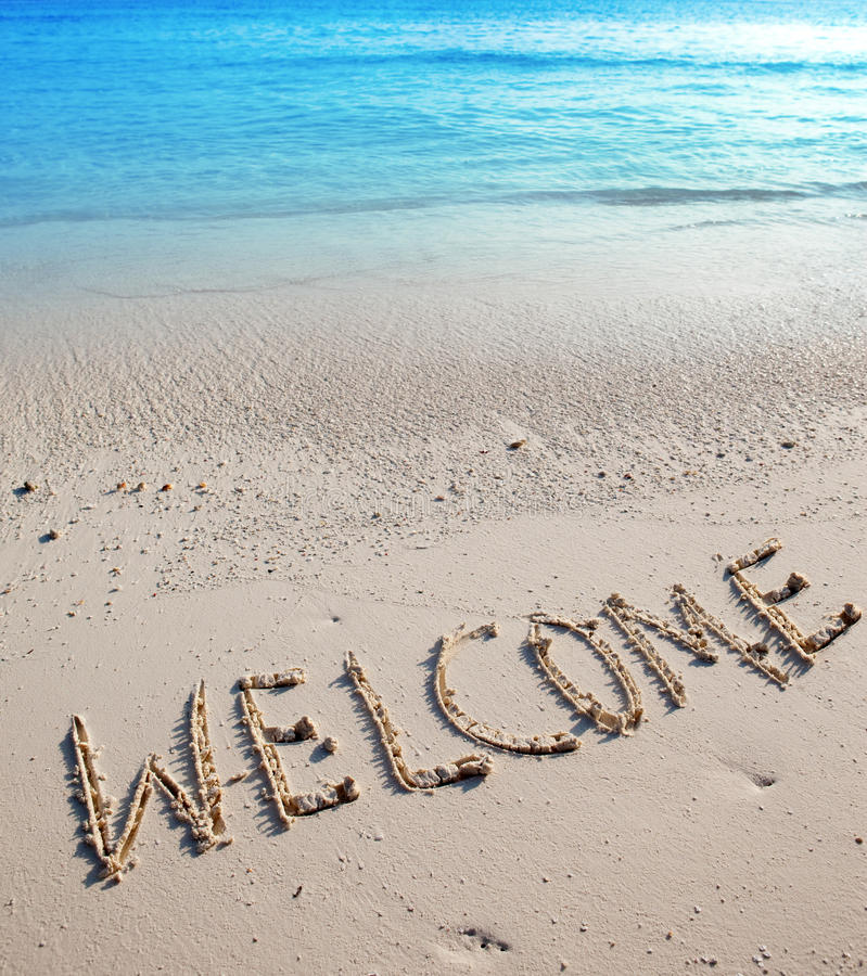 Надпись на песке Welcome.Close вверх в солнечном дне стоковые изображения rf
