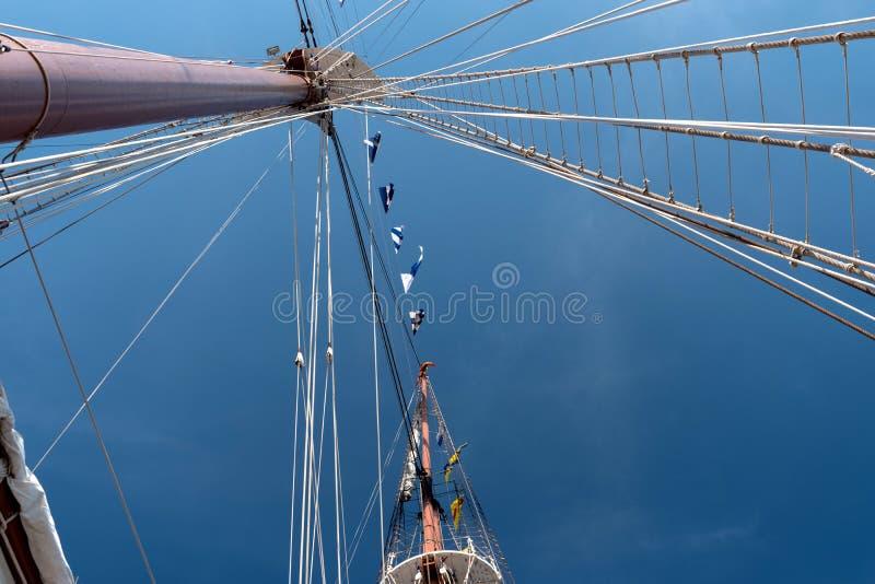 На правлении плавая учебного судна стоковая фотография rf
