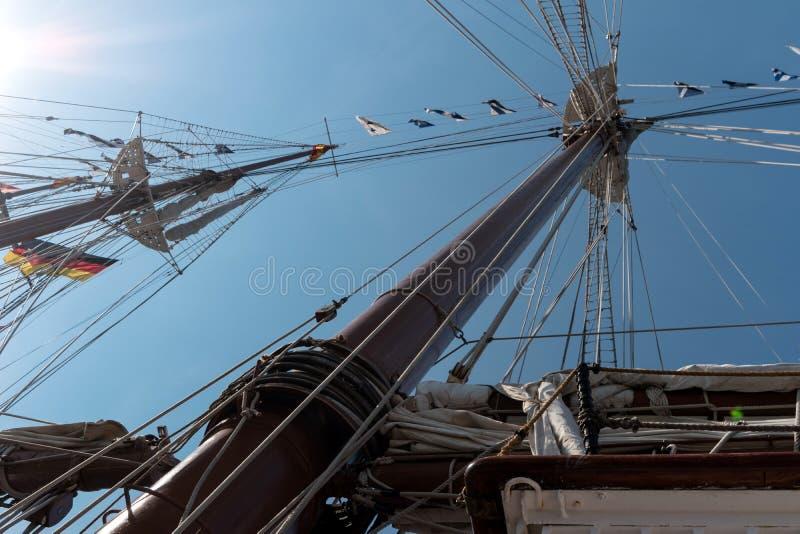 На правлении плавая учебного судна стоковые изображения