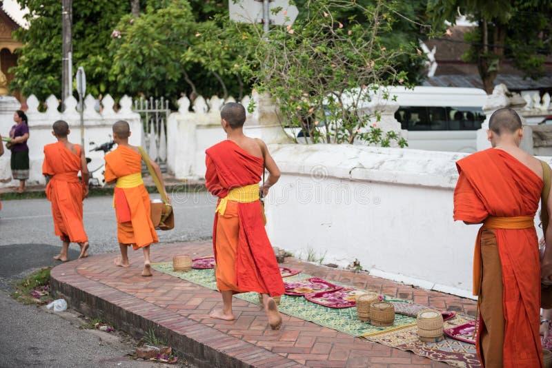 На пути к ремню Wat Xieng стоковая фотография rf