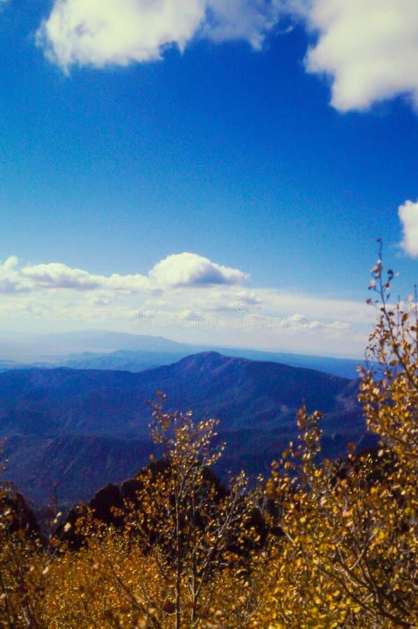 Над смотреть горную цепь от Альбукерке, NM стоковое изображение rf