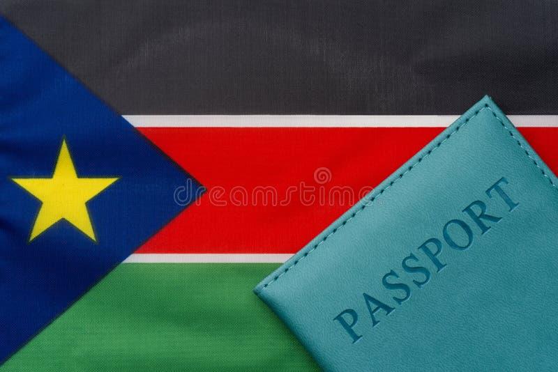 На флаге южного Судана паспорт стоковая фотография