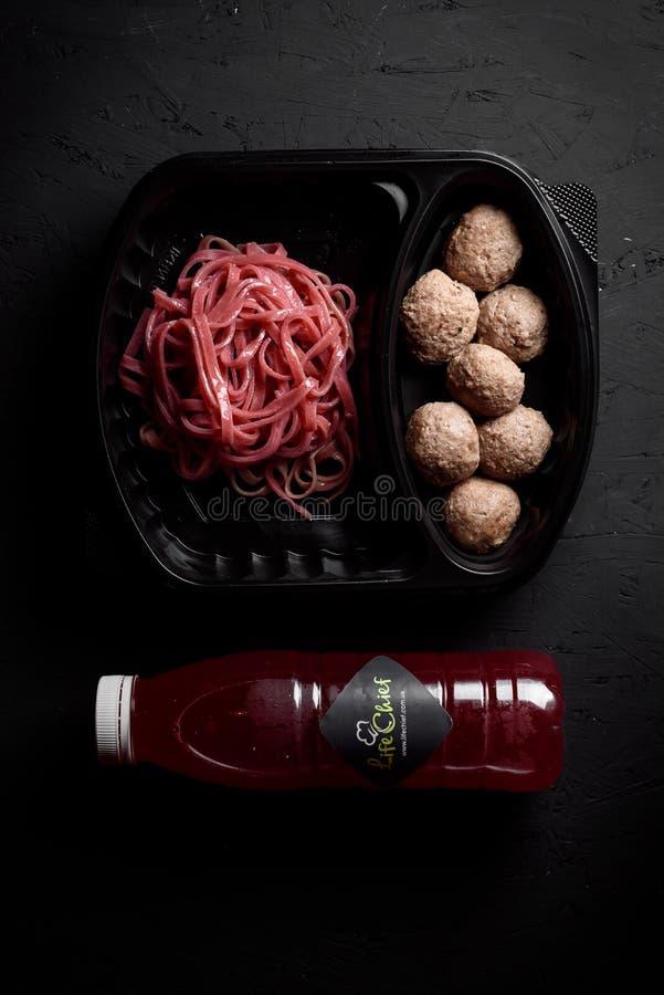 На черной предпосылке Здоровая поставка еды стоковые фотографии rf
