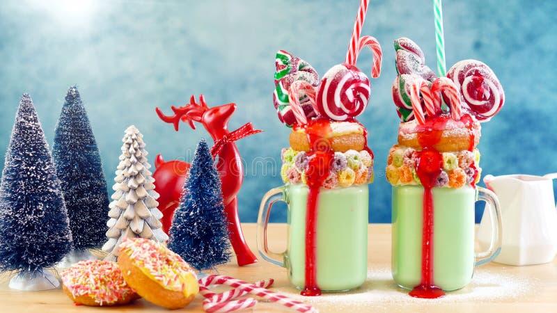 На milkshakes встряхивания праздничного рождества тенденции странных стоковая фотография