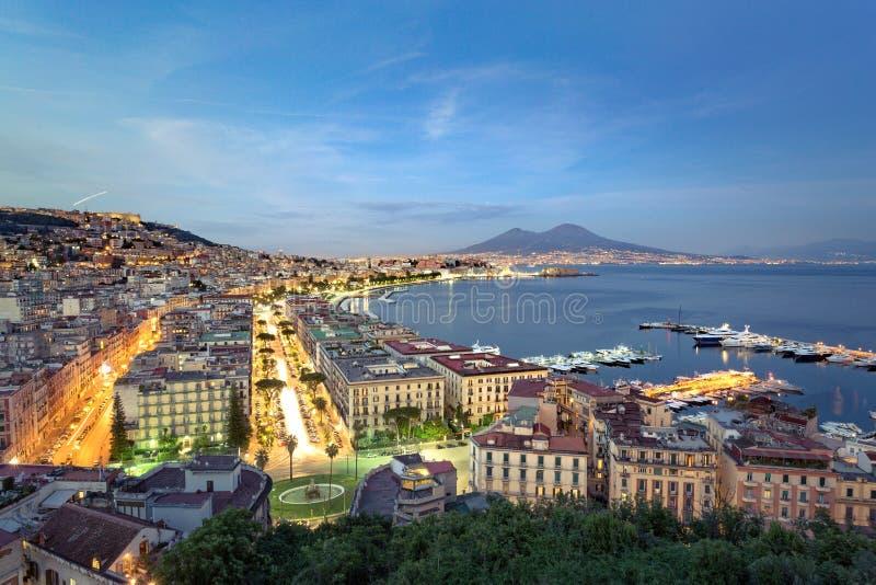 Неаполь к ночь, городской пейзаж стоковые фотографии rf