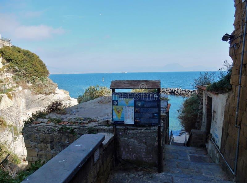 Неаполь - вход к парку Gaiola подводному стоковые изображения