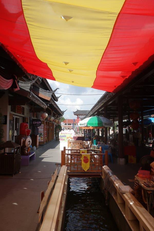 Небесная деревня дракона (Suphanburi, Таиланд) стоковая фотография rf
