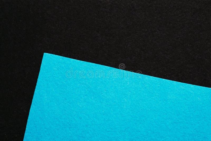 Небесно-голубая чувствуемая двинутая под углом текстурой предпосылка листа темная стоковое фото rf