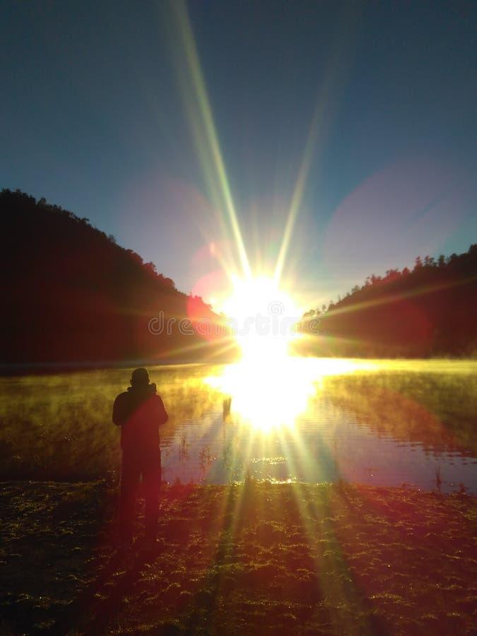 небесный восход солнца стоковые изображения