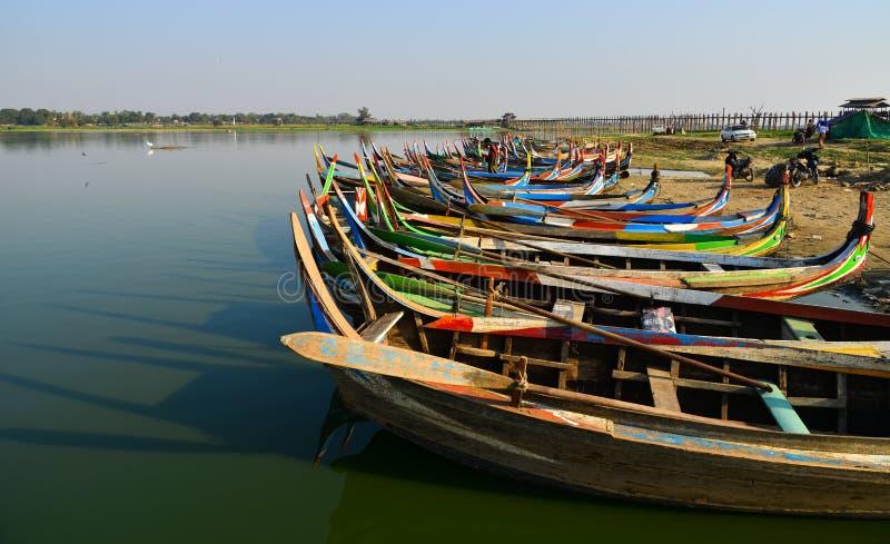 Небольшая гавань на озере Taungthaman стоковое фото rf