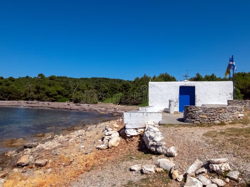 Небольшая православная церков церковь в острове Skyros в Греции стоковые фото