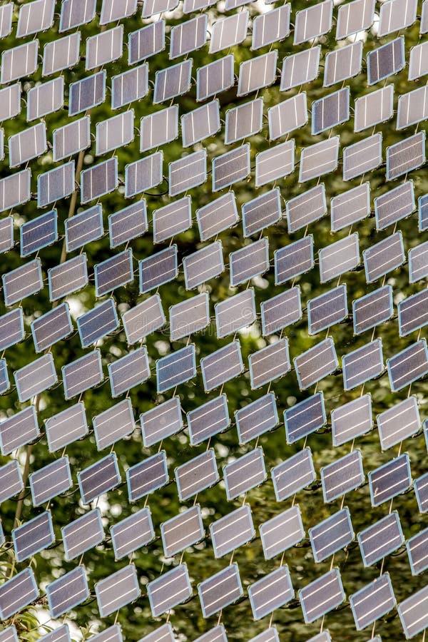 Небольшие панели солнечных батарей для чистого электричества стоковые изображения rf