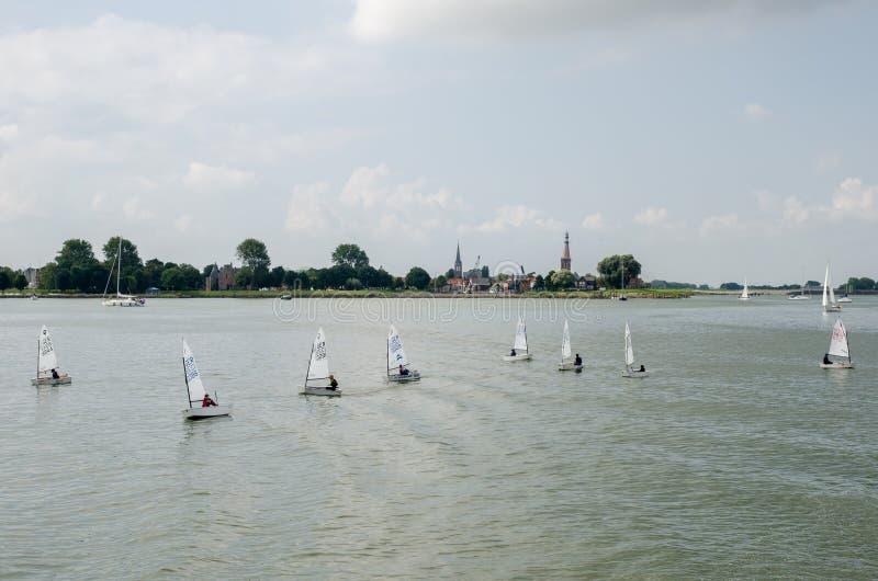 Небольшие парусники на заливе IJsselmeer Нидерланды стоковая фотография